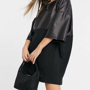 Oversized T-shirt dress / half leather